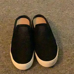 Universal Thread black suede mesh sneaker. Sz 6